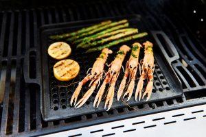 Bon-fire grillplade i støbejern er ekstra god til at grille kød, skaldyr og grøntsager