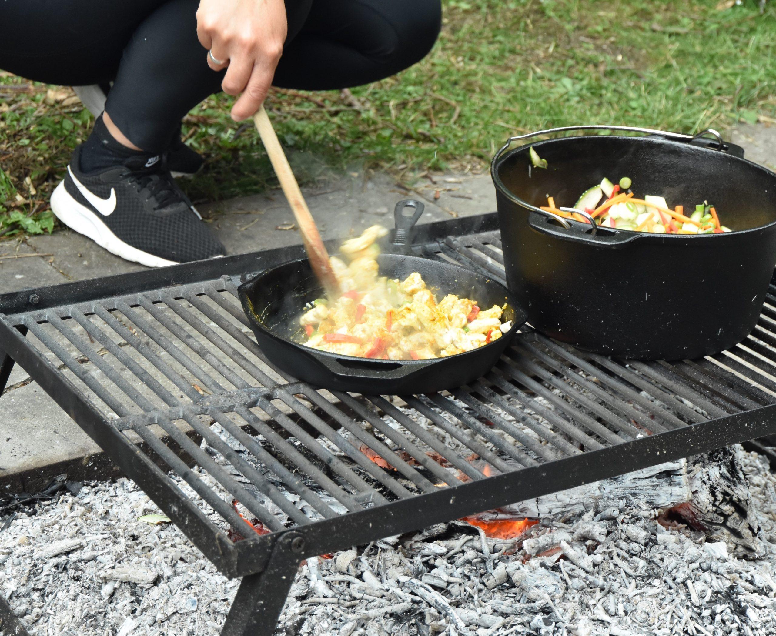 Bon-fire Bålgrill med Bon-fire Gryde og Stegepande i støbejern. Foto: @seatroutguidefyn